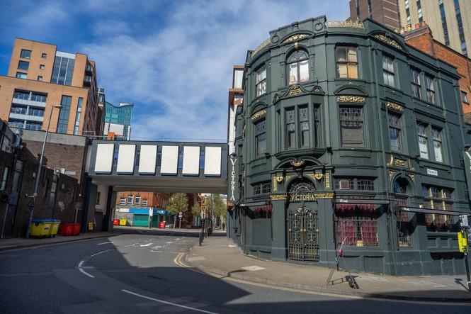 Đường phố ở Birmingham không một bóng người trong mùa đại dịch COVID-19